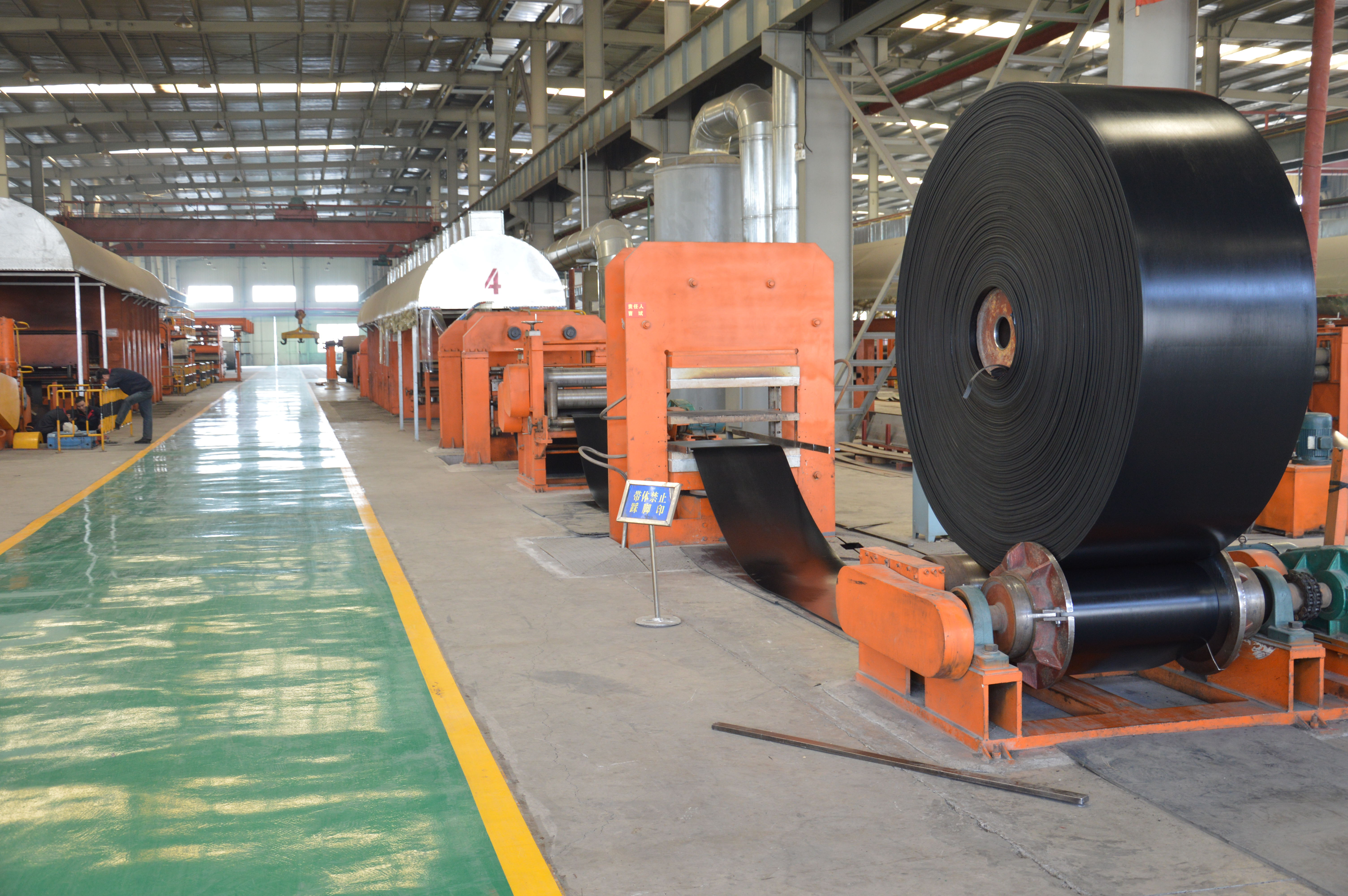 How should the different types of conveyor belts be